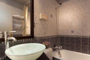 16hotel-paris-saint-paul-le-marais