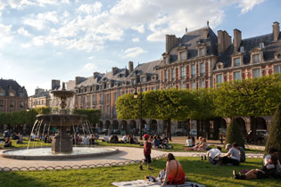 23hotel-paris-saint-paul-le-maraisplace-des-vosges